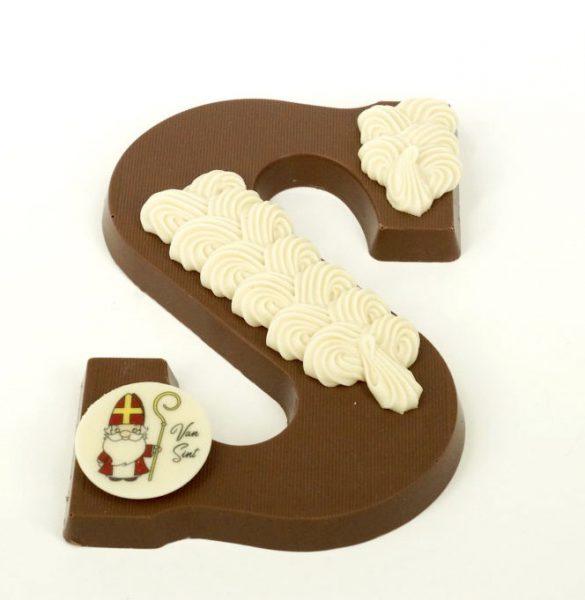 Melk chocolader letter met versiering