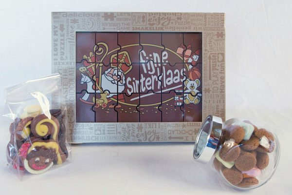 Sinterklaas presentje met puzzel en kruidnoten