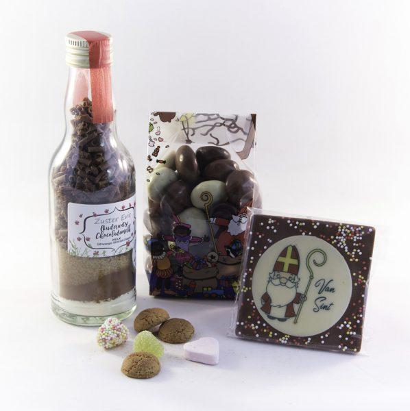 Flesje chocolademousse, chocoladekruidnoten en chocolade Sint