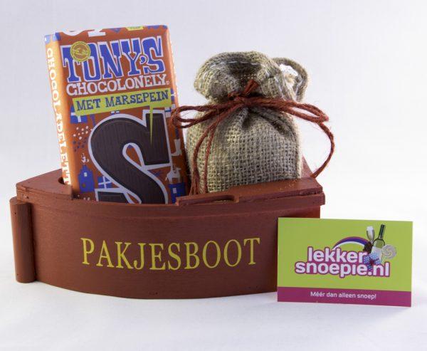 Pakjesboot met kruidnoten en chocoladeletter tony
