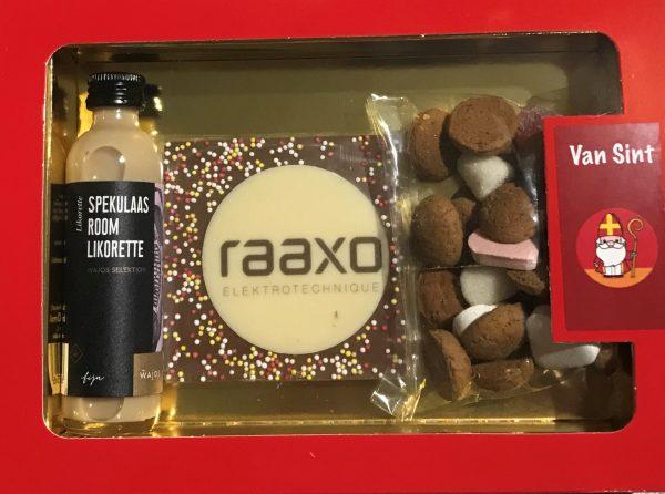 Sinterklaas geschenk rood doosje met venster