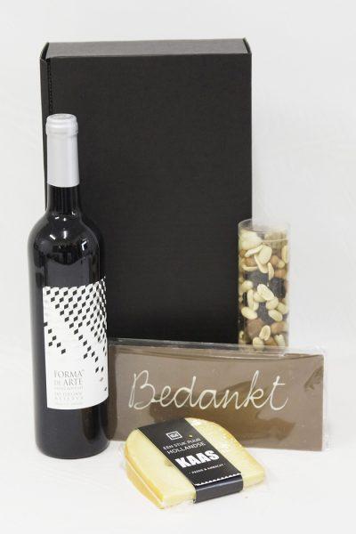 Wijn met chocolade, kaas en nootjes