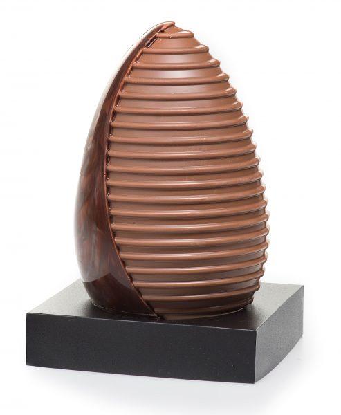 Chocolade ei met ribbel